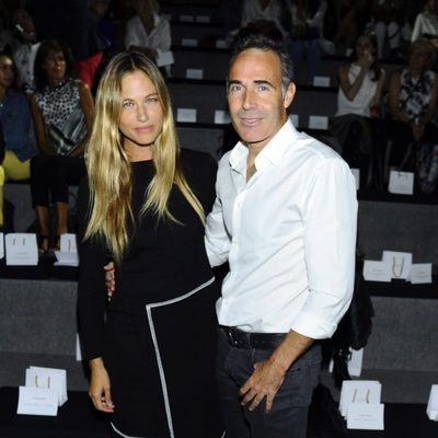 Martina Klein y Alex Corretja en el front row de Angel Schlesser durante la Madrid Fashion Week 2015
