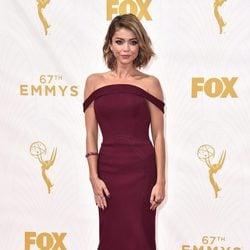 Sarah Hyland en la alfombra roja de los premios Emmy 2015