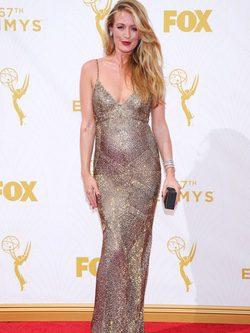 Cat Deeley en la alfombra roja de los premios Emmy 2015