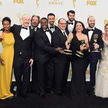 El reparto de 'Veep' celebrando su premio en los Emmy 2015