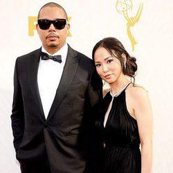 Terrence Howard  y Mira Pak en la alfombra roja de los premios Emmy