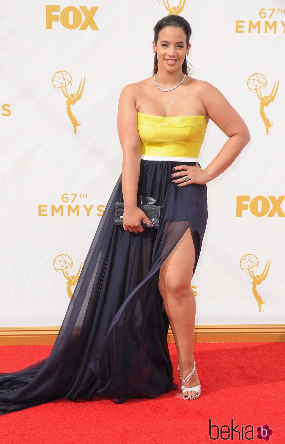 Dascha Polanco en la alfombra roja de los premios Emmy 2015