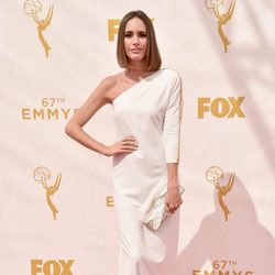 Louise Roe en la alfombra roja de los Emmy 2015