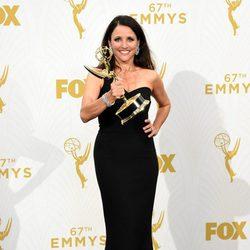 Julia Louis- Dreyfus con su premio Emmy