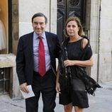 Pedro J. Ramírez y Ágatha Ruiz de la Prada en el inicio de la temporada de ópera 2015