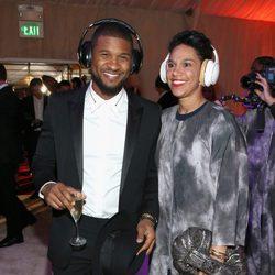Usher y su chica Grace Miguel en un acto de Samsung