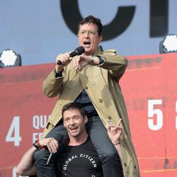 Stephen Colbert y Hugh Jackman en el Global Citizen Festival 2015