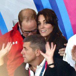 El Príncipe Guillermo, muy cariñoso con Kate Middleton en el Mundial de Rubgy 2015
