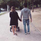 Yoli y Jonathan de 'GH 15' pasean con su hija Valeria tras recibir el alta