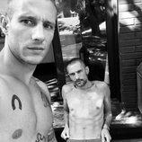 David Delfín y Pablo Sáez con el torso desnudo