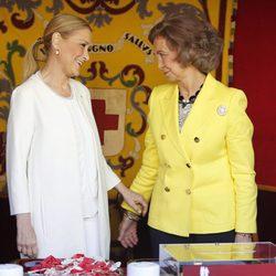 Cristina Cifuentes y la Reina Sofía en el Día de la Banderita 2015