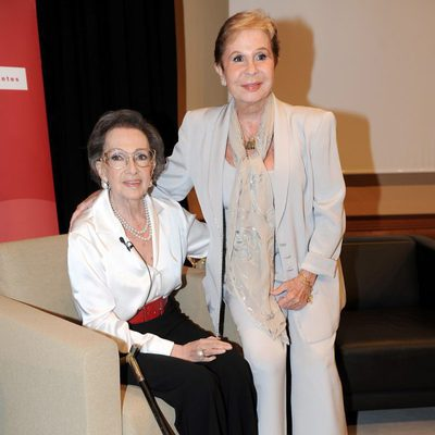 Lina Morgan apoya a Amparo Rivelles en su homenaje en el Instituto Cervantes