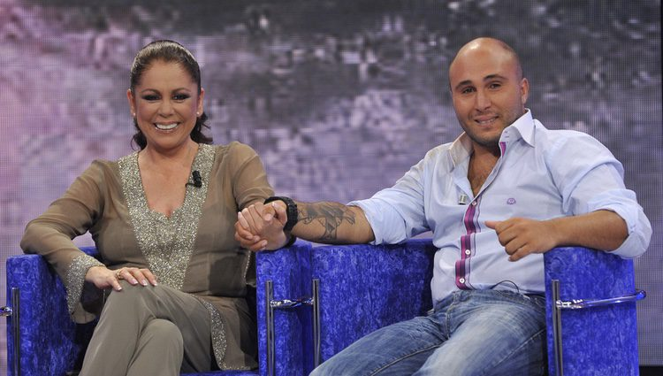 Isabel Pantoja y su hijo Kiko Rivera en el plató de 'Supervivientes'