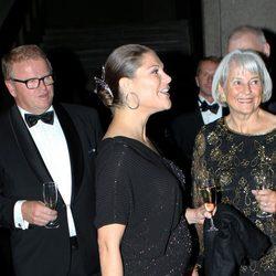 Victoria de Suecia presume de embarazo en una cena de gala