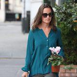 Pippa Middleton de compras por Londres con una maceta