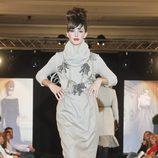 Noelia López desfila con un conjunto gris de la nueva colección de la firma Tot-Hom