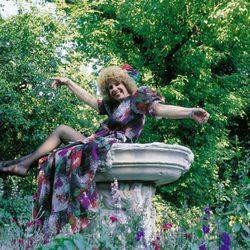 La duquesa de Alba en los jardines del Palacio de Liria