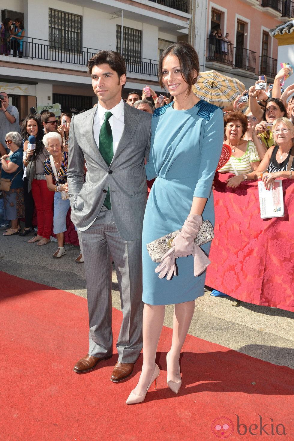 El torero Cayetano Rivera y Eva González en la boda de la duquesa de Alba y Alfonso Díez
