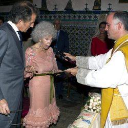 La duquesa de Alba y Alfonso Díez en la ceremonia religiosa de su boda en Sevilla