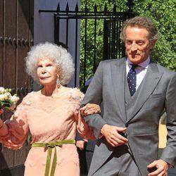 Cayetana de Alba y Alfonso Díez, recién casados a las puertas del Palacio de las Dueñas