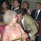 La Duquesa de Alba y su hijo Cayetano en un momento del enlace