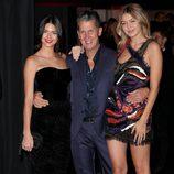Kendall Jenner, Stefano Tonchi y Gigi Hadid en una fiesta de Vogue en Paris Fashion Week