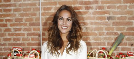 Lara Álvarez desmiente su boda con Fernando Alonso en un acto publicitario
