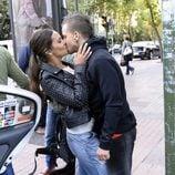 Cristina Pedroche y David Muñoz besándose