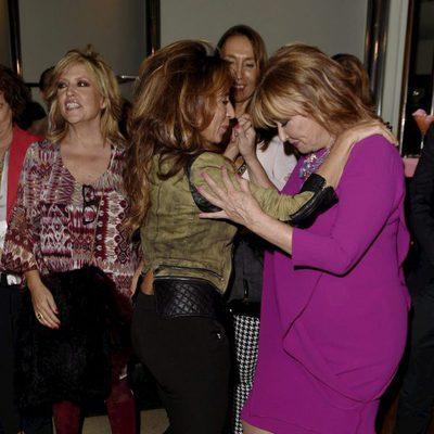 Mila Ximénez bailando con María Patiño en la presentación de su colección de cremas