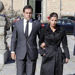Luis Alfonso de Borbón y Margarita Vargas en el funeral del Duque de Calabria