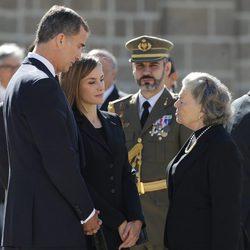 Los Reyes Felipe y Letizia con Ana de Orleans en el funeral del Duque de Calabria