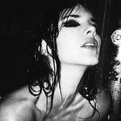 Kendall Jenner protagoniza una sesión muy sexy en la ducha