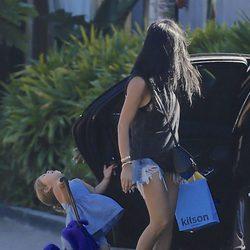 Penelope Disick, hija de Kourtney Kardashian, cae al suelo tras un fuerte golpe