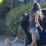 Penelope Disick, hija de Kourtney Kardashian, en el suelo tras su caída