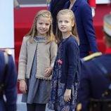 La Princesa Leonor y la Infanta Sofía en el Desfile Militar del Día de la Hispanidad 2015