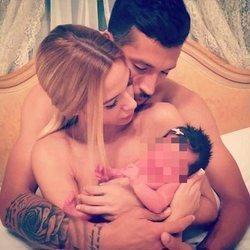 Primera imagen de Tamara Gorro y Ezequiel Garay con su hija Shaila