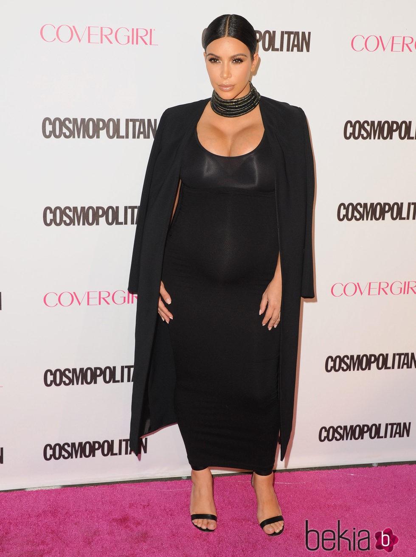fa1e26b9e Anterior Kim Kardashian con ajustado vestido negro en su segundo embarazo