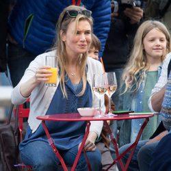 Renée Zellweger rodando una escena de 'Bridget Jones's baby'