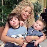Shakira promocionando el videojuego 'Love Rocks' con sus hijos Milan y Sasha
