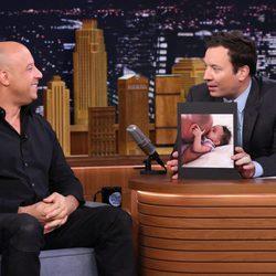 Jimmy Fallon muestra una fotografía de la hija de Vin Diesel en su programa
