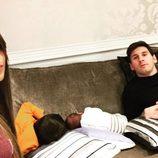 Leo Messi y Antonella Roccuzzo con sus hijos Thiago y Mateo durmiendo