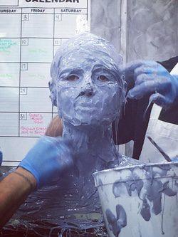Heidi Klum preparando su disfraz para Halloween 2015