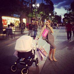 Primer día de compras de Tamara Gorro con su hija Shaila