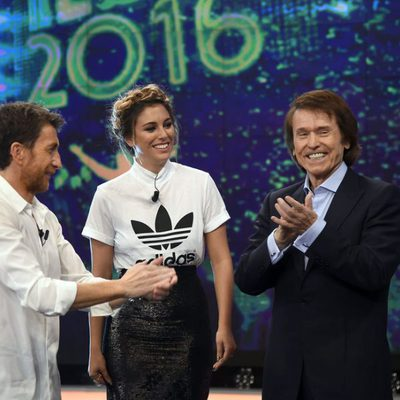 Blanca Suárez y Raphael con Pablo Motos en 'El Hormiguero' presentando 'Mi Gran Noche'