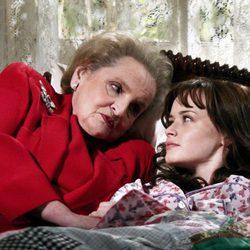 Madeleine Albright y Alexis Bledel en 'Las chicas Gilmore'