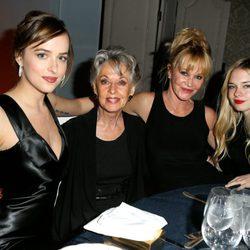 Melanie Griffith, Tippi Hedren, Dakota Johnson y Stella del Carmen en la cena de los premios ELLE