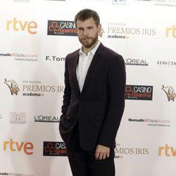 Álvaro Cervantes en los Premios Iris de la Academia de Televisión 2015