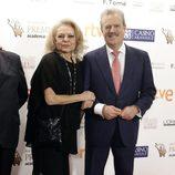 Mayra Gómez Kemp y Manuel Campo Vidal en los Premios Iris de la Academia de Televisión 2015