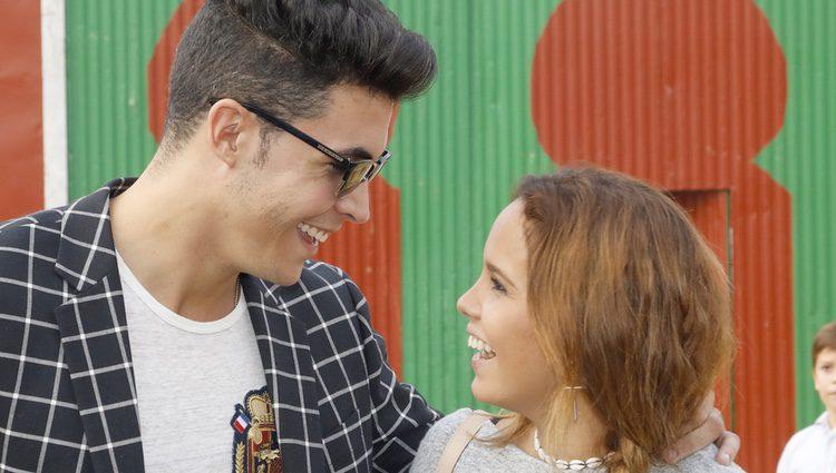 Gloria Camila y Kiko Jiménez, muy enamorados en la vuelta a los ruedos de José Ortega Cano