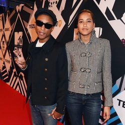 Pharrell Williams y Helen Lasichanh en los MTV EMA 2015